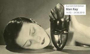 """Cartel de la exposición """"Man Ray""""."""